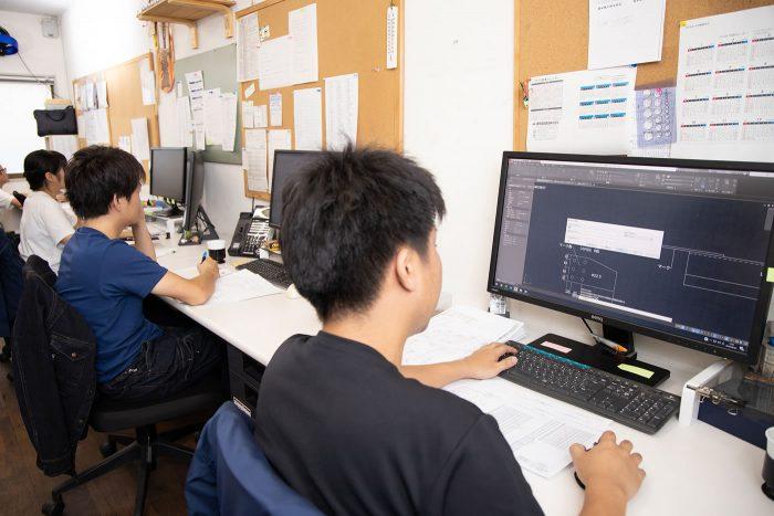工場内のサポートスタッフ(簡単なCAD操作や材料発注など事務作業が中心)2