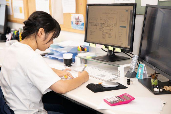 工場内のサポートスタッフ(簡単なCAD操作や材料発注など事務作業が中心)1